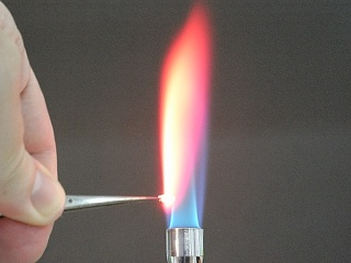 Lithium chloride flame test
